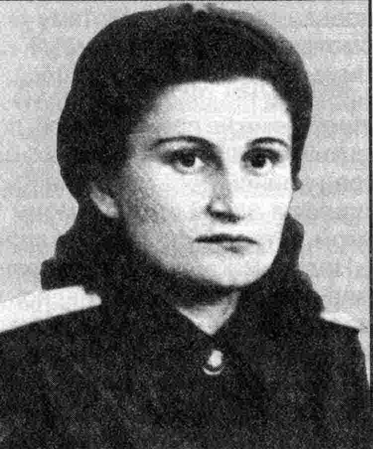 Была на войне санинструктором, командиром взвода.